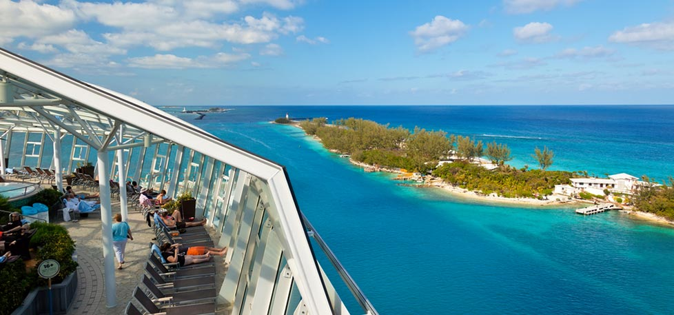 Oasis of the Seas departs the Bahamas
