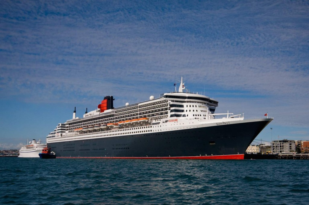 Queen Mary 2 in Fremantle