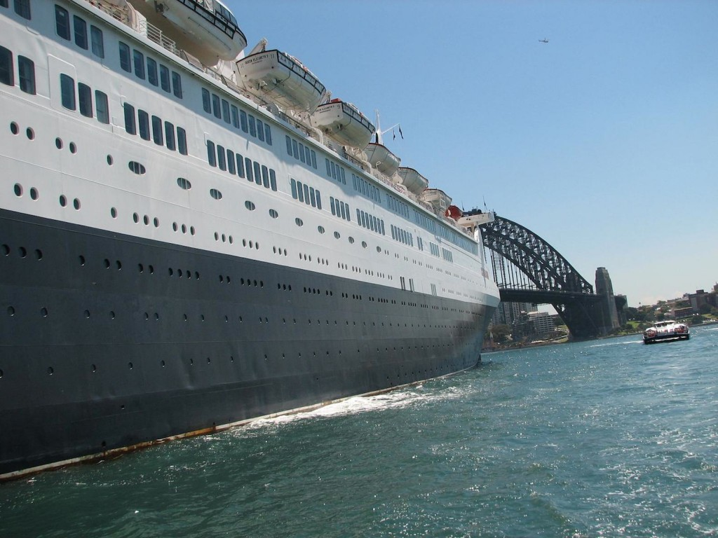 Queen Elizabeth 2 and Sydney Harbour Bridge