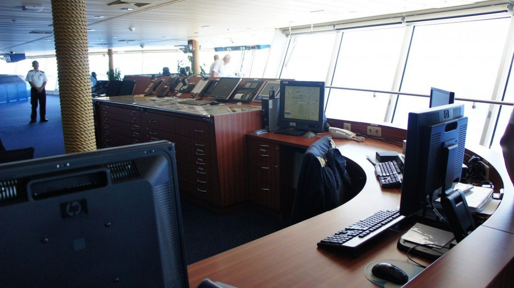 Ship_s_Bridge_and_computers