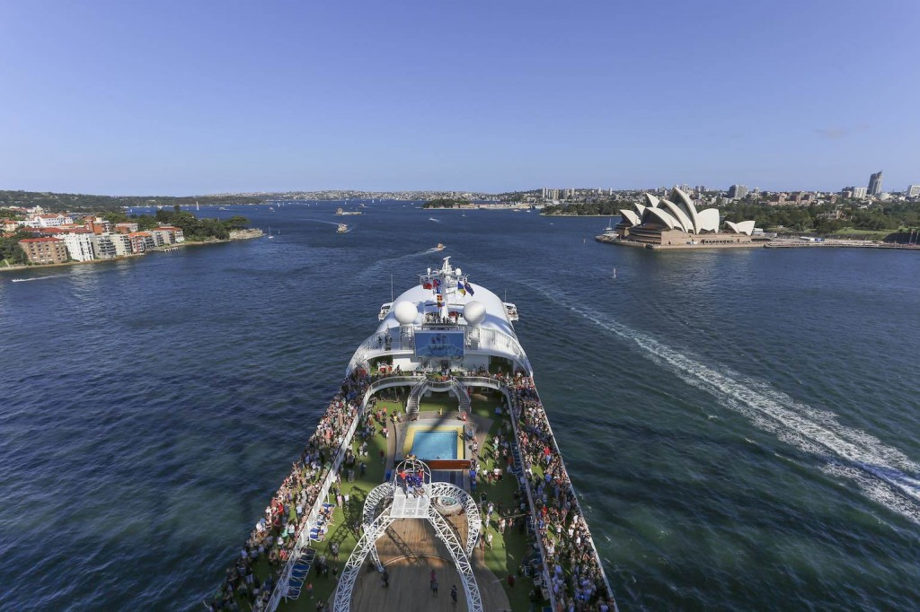 Pacific Jewel and Sydney Opera House