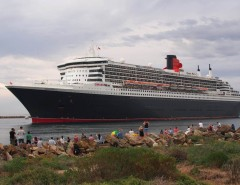 Queen Mary 2 leaving Outer Harbor