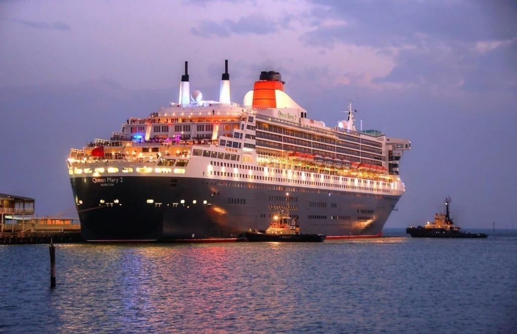 Queen Mary 2 preparing to depart