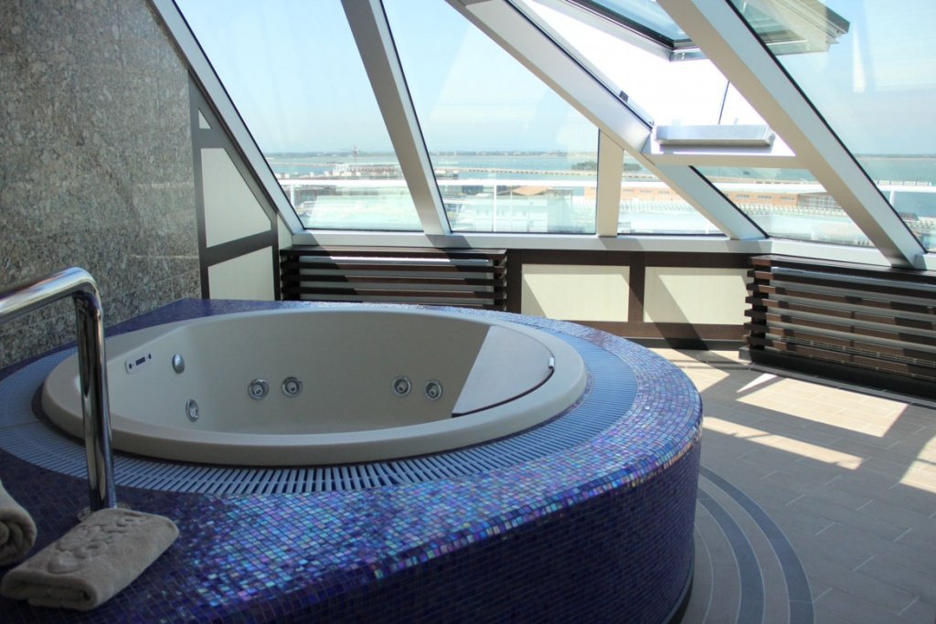 Costa Favolosa suite with jacuzzi