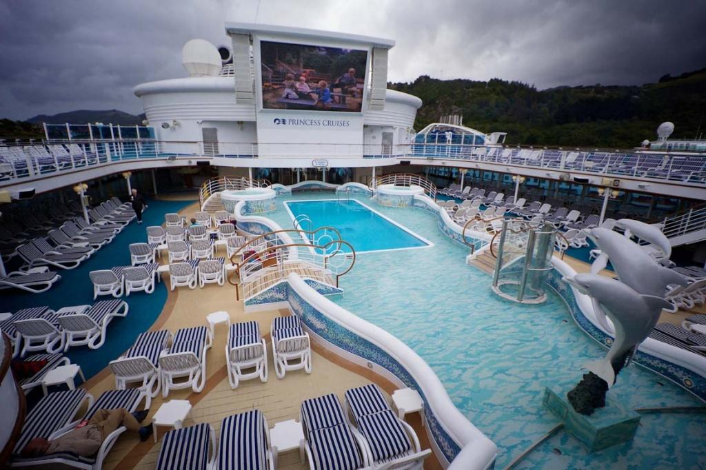 Diamond Princess Pools and Screen