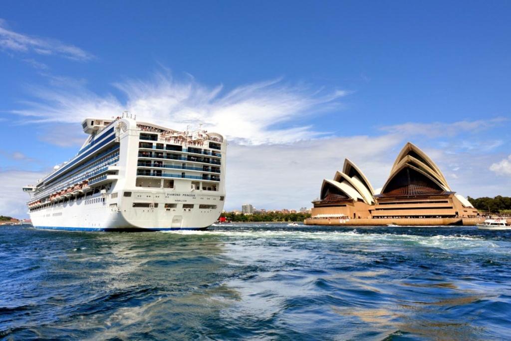 Diamond Princess and Sydney Opera House