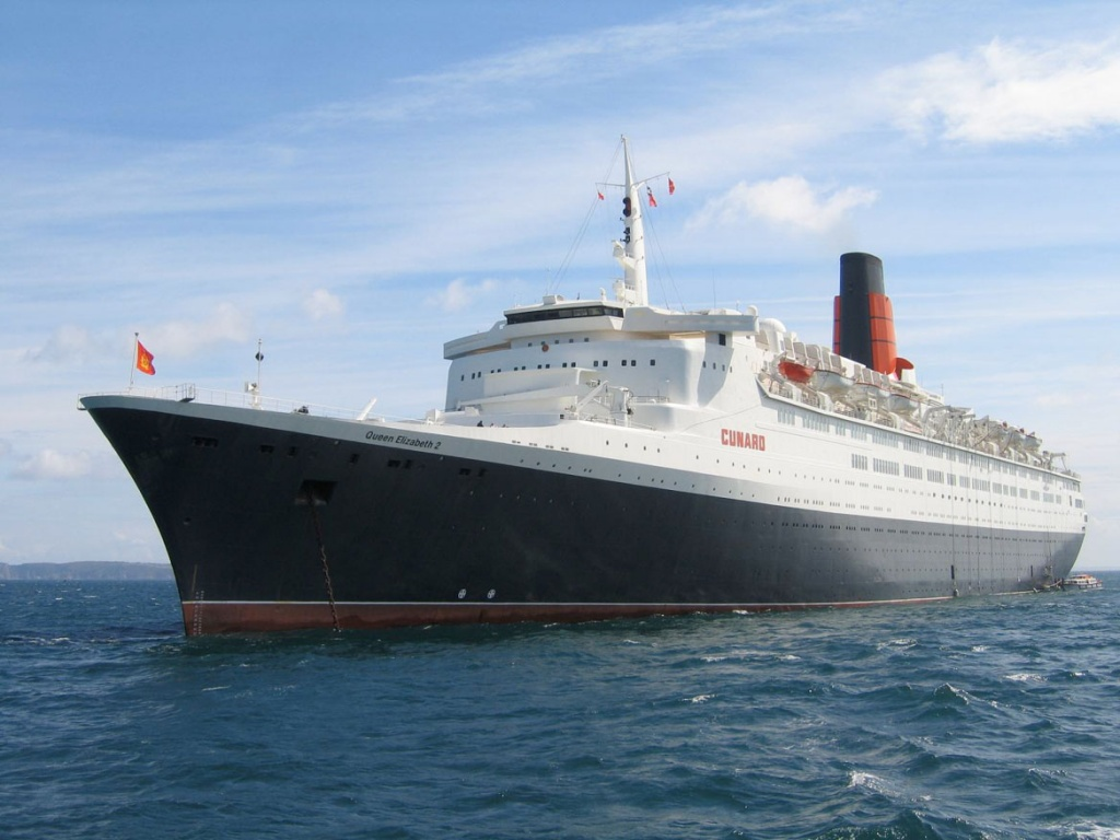 Queen Elizabeth 2 anchored
