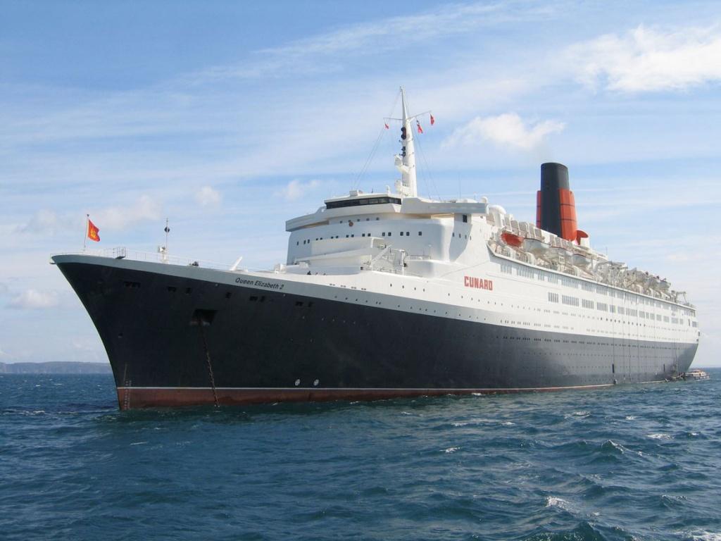 Queen Elizabeth 2 anchored