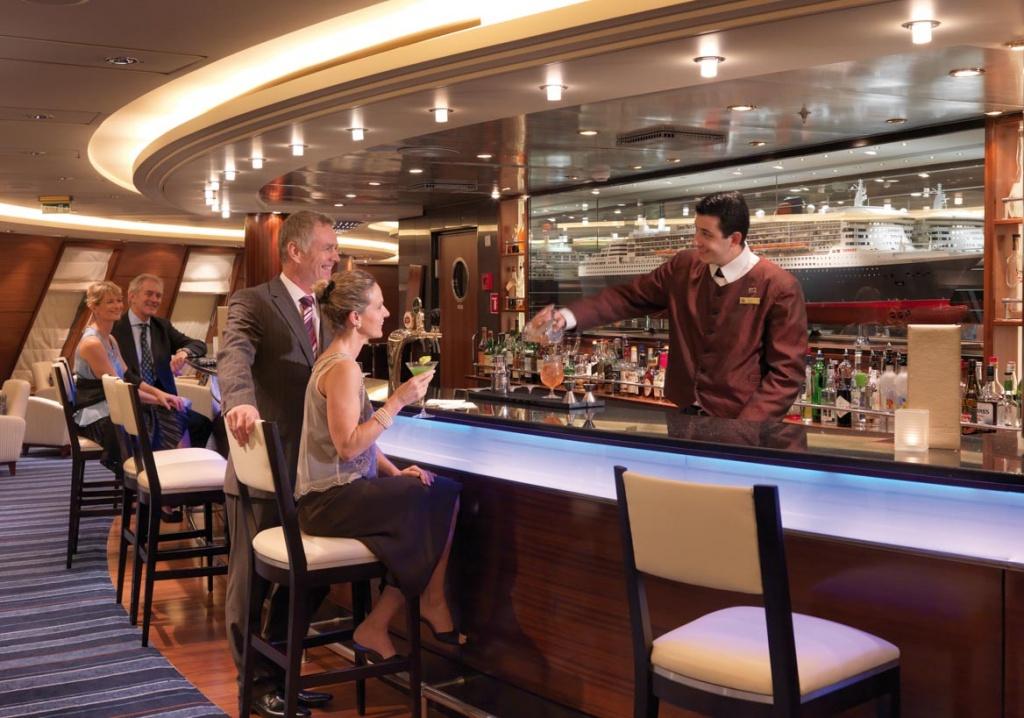 Queen Mary 2 Commodore Club
