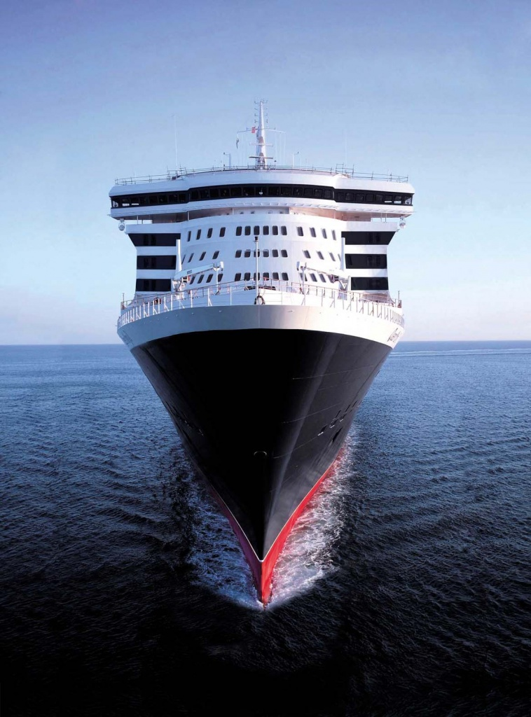 Queen Mary 2 aerial Bow shot