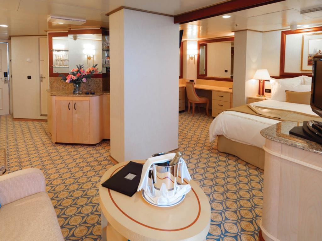 Queen elizabeth cruise ship deck plans queen elizabeth queens penthouse baanklon Gallery