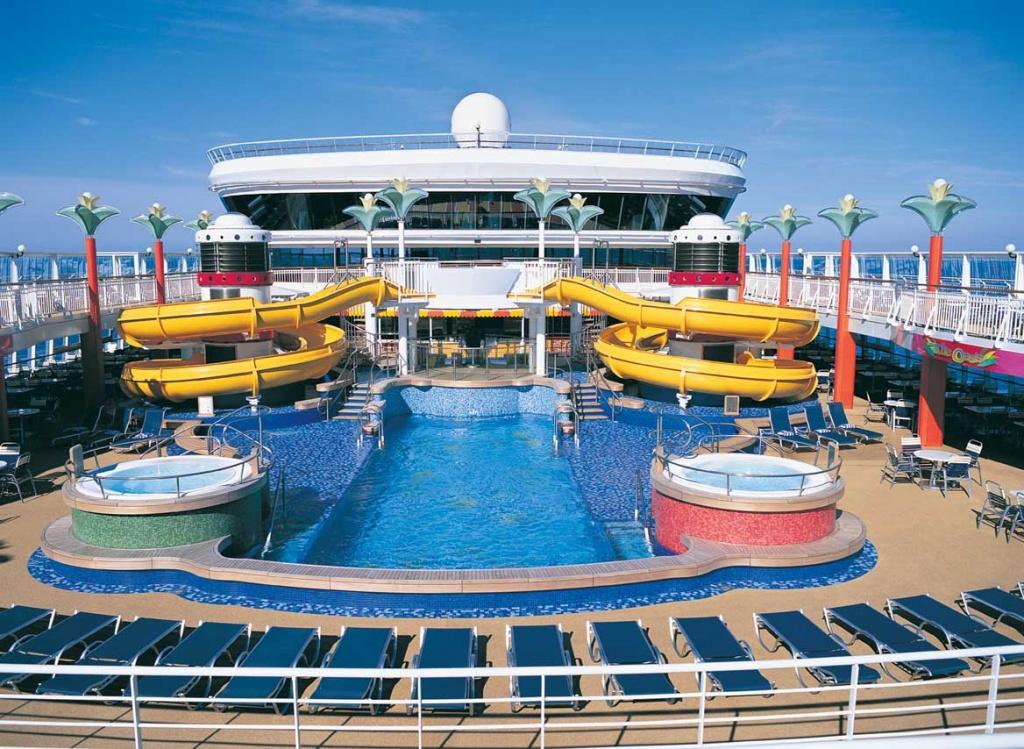 Norwegian Star Oasis Pool