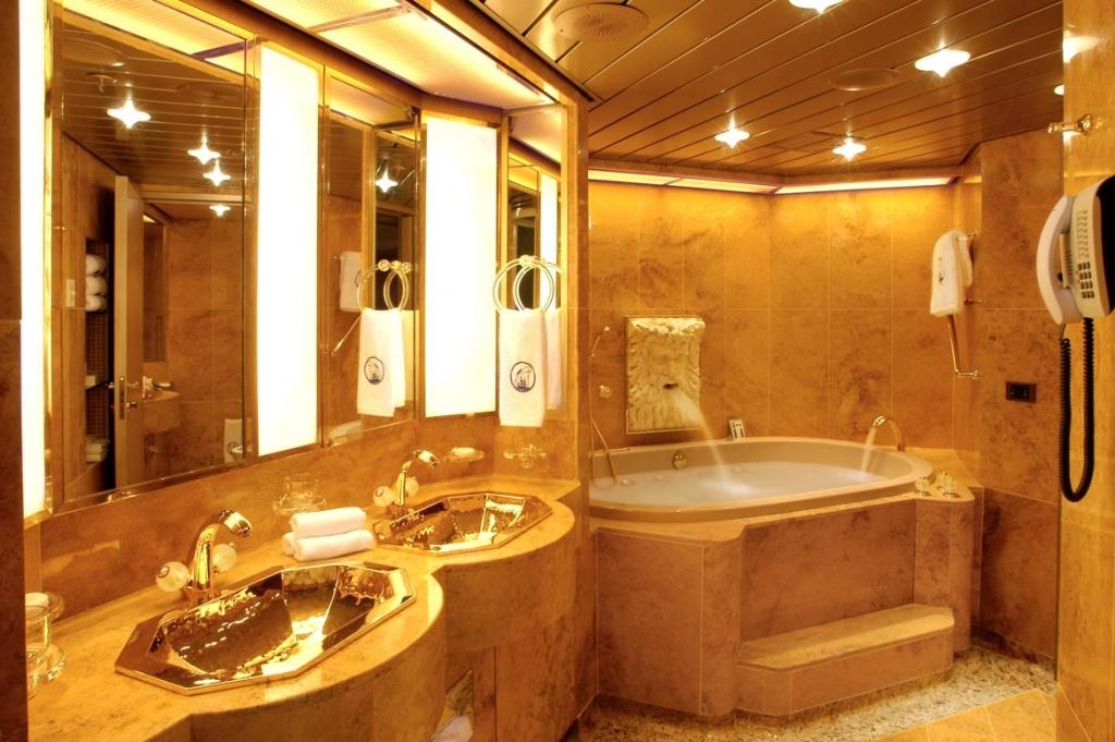 ms Oosterdam Penthouse Bath