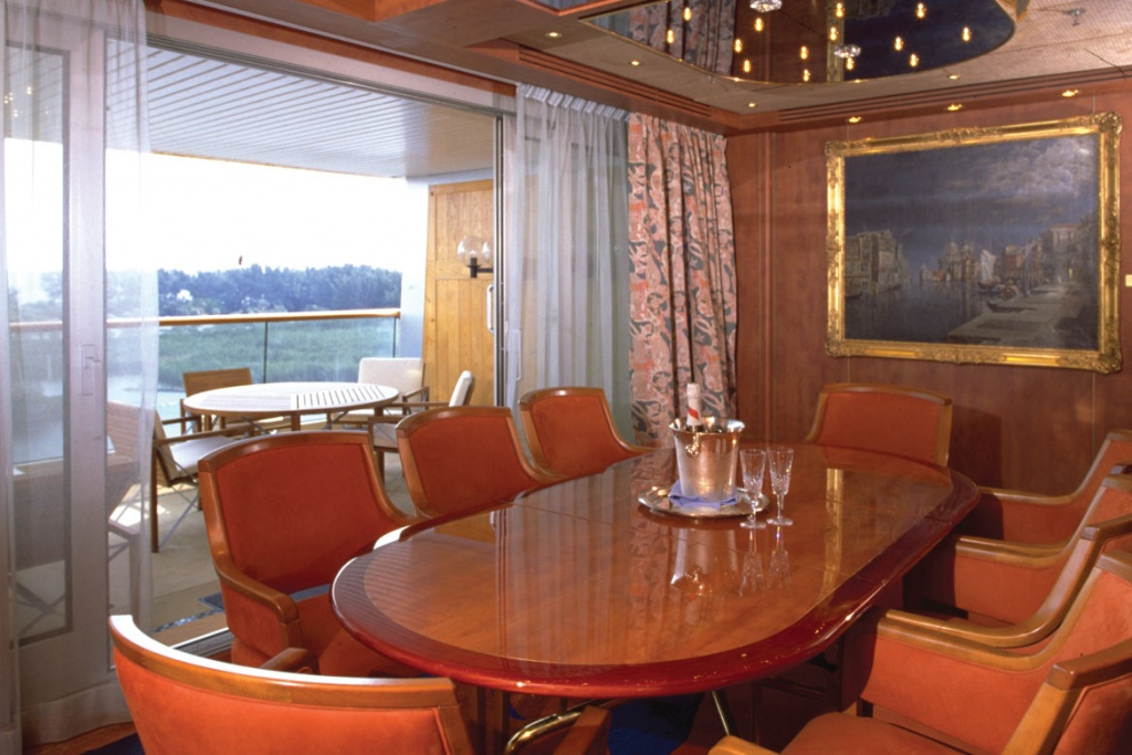 ms Volendam Pinnacle Suite