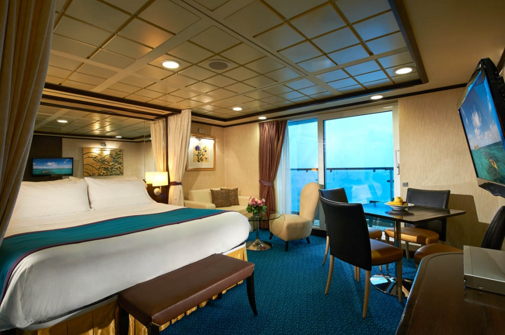 Norwegian Star Penthouse bedroom