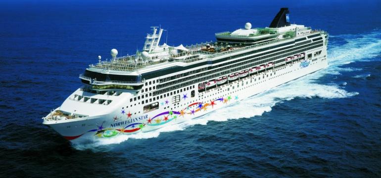 Norwegian Star at sea