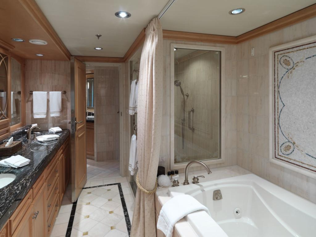 Queen Victoria Q1 Bathroom