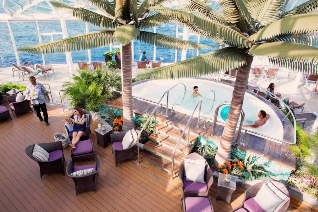 Oasis of the Seas Solarium pool