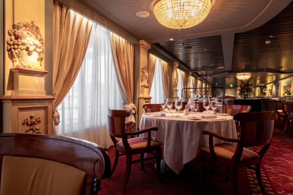 Crystal Serenity Prego restaurant