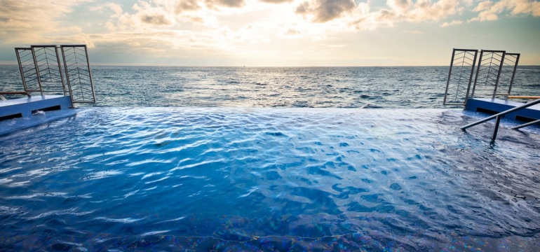 Seven Seas Explorer infinity pool