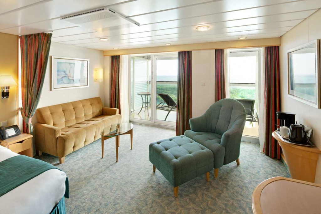 Royal Caribbean International Freedom of the Seas Family Junior Suite Living Room